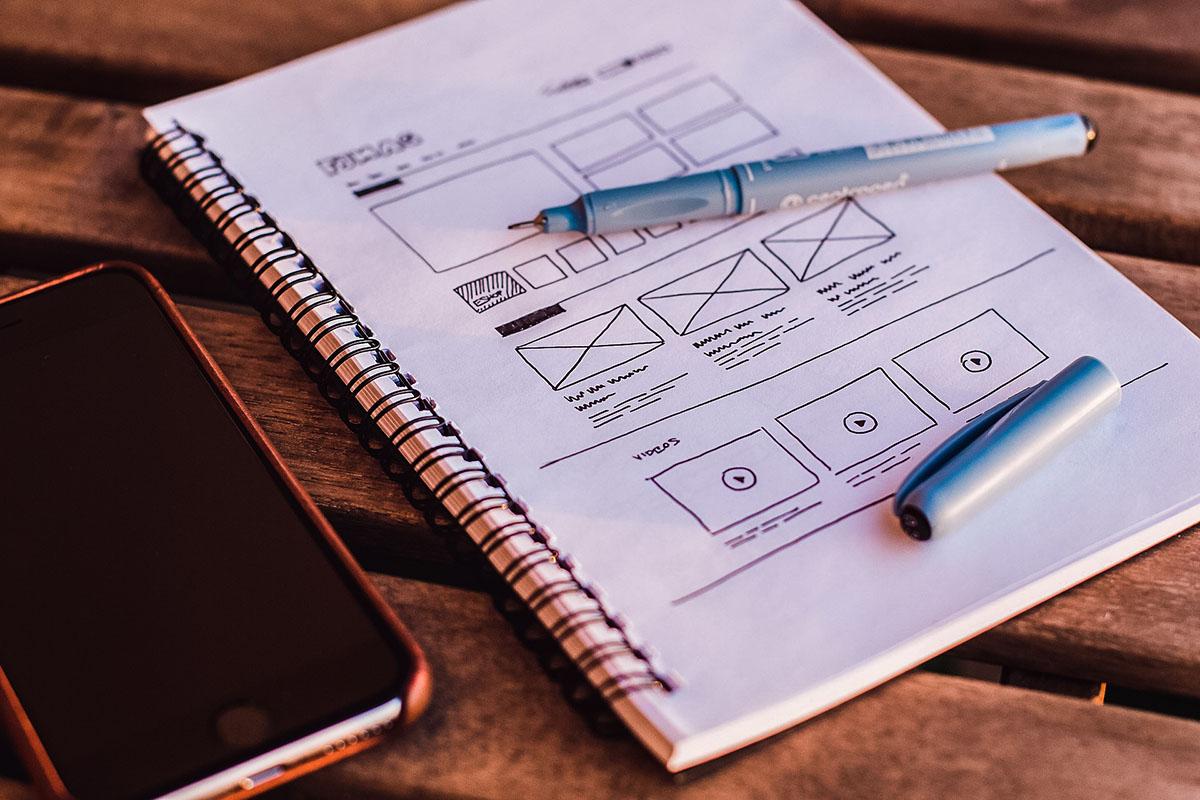 Planering och struktur är viktigt när Brama tar fram en strategi för innehållet. Inte bara digitalt utan även med penna och papper.